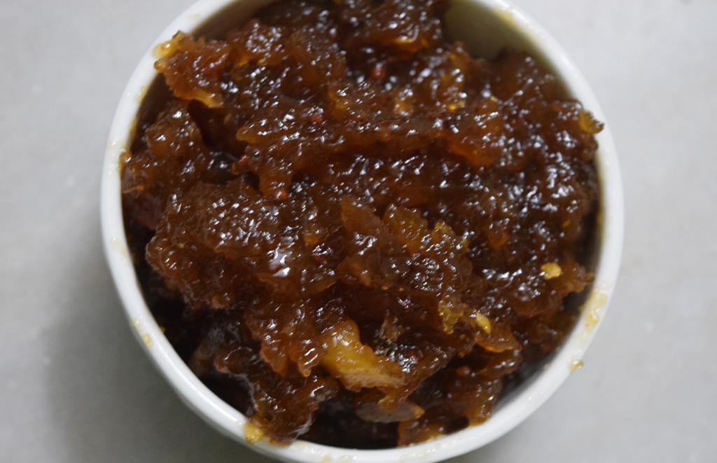 Sweet and Tangy Apple Chutney