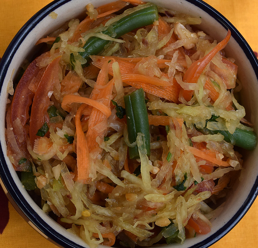 Vegan Som Tam (Vegetarian Raw Papaya Salad )